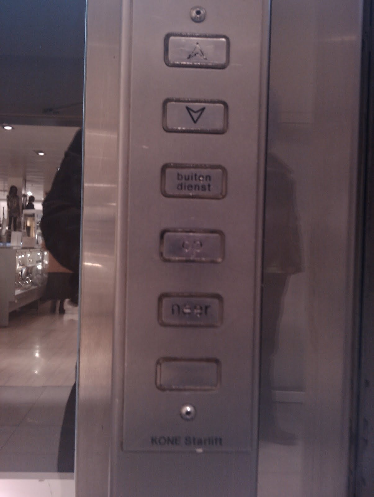 An elevator at V&D
